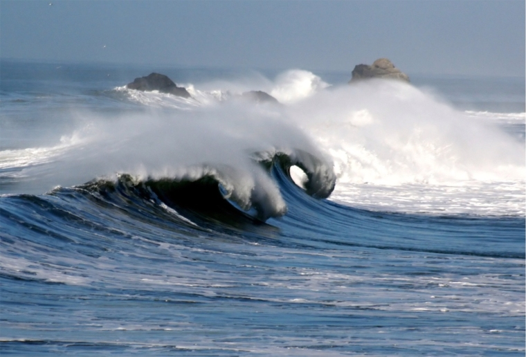 Waves_in_pacifica_1